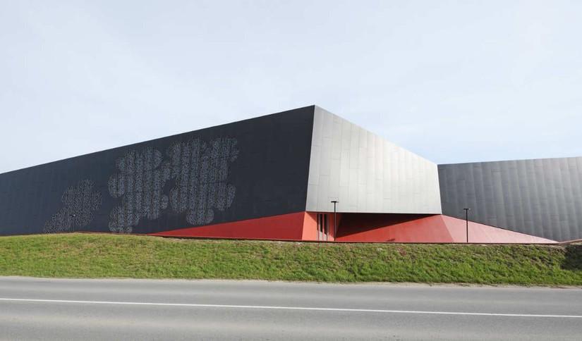 Modern, divatos városi sportcsarnok